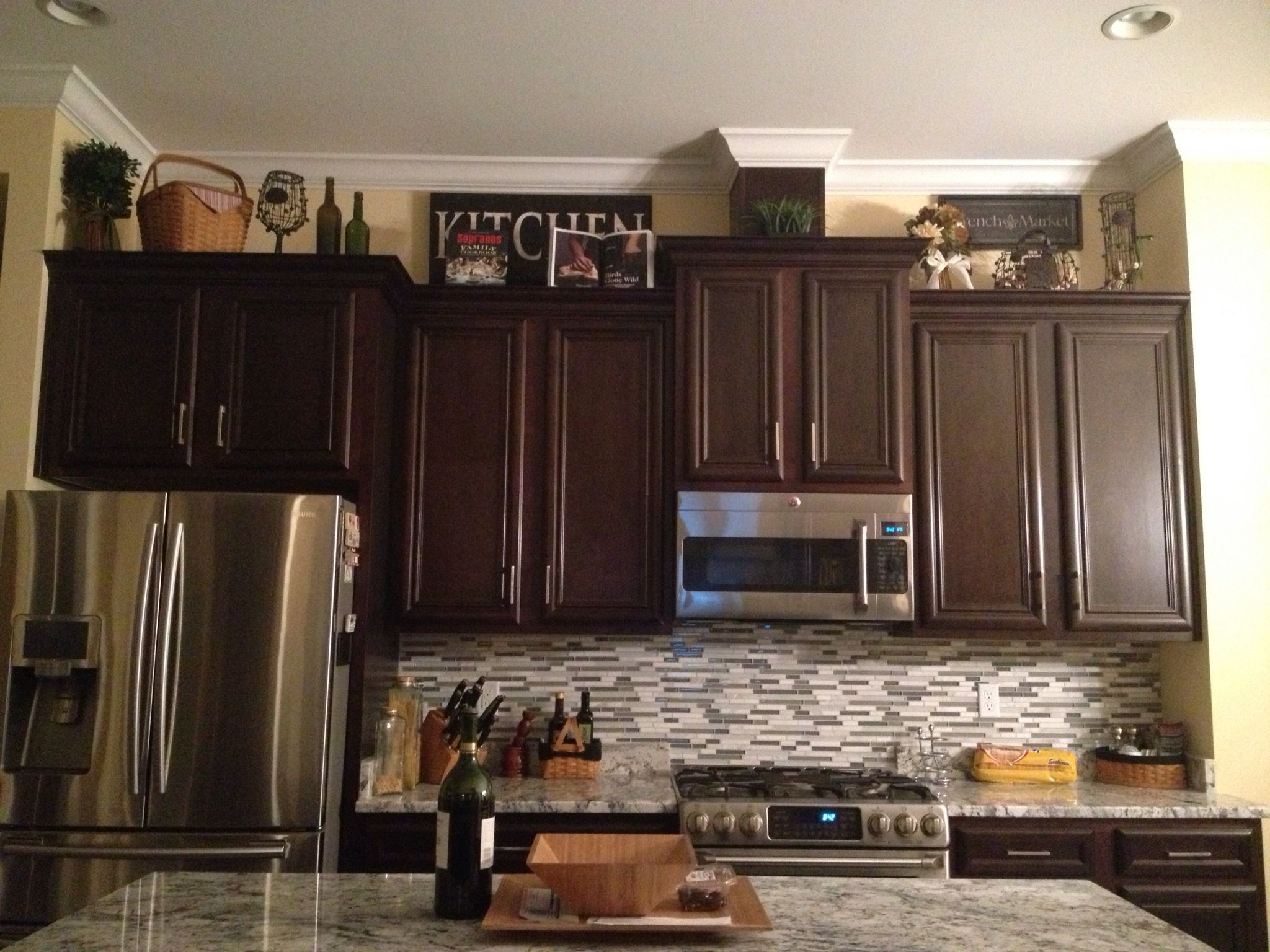 Decorations above cabinets lori 39 s projects for Decorate above kitchen cabinets ideas