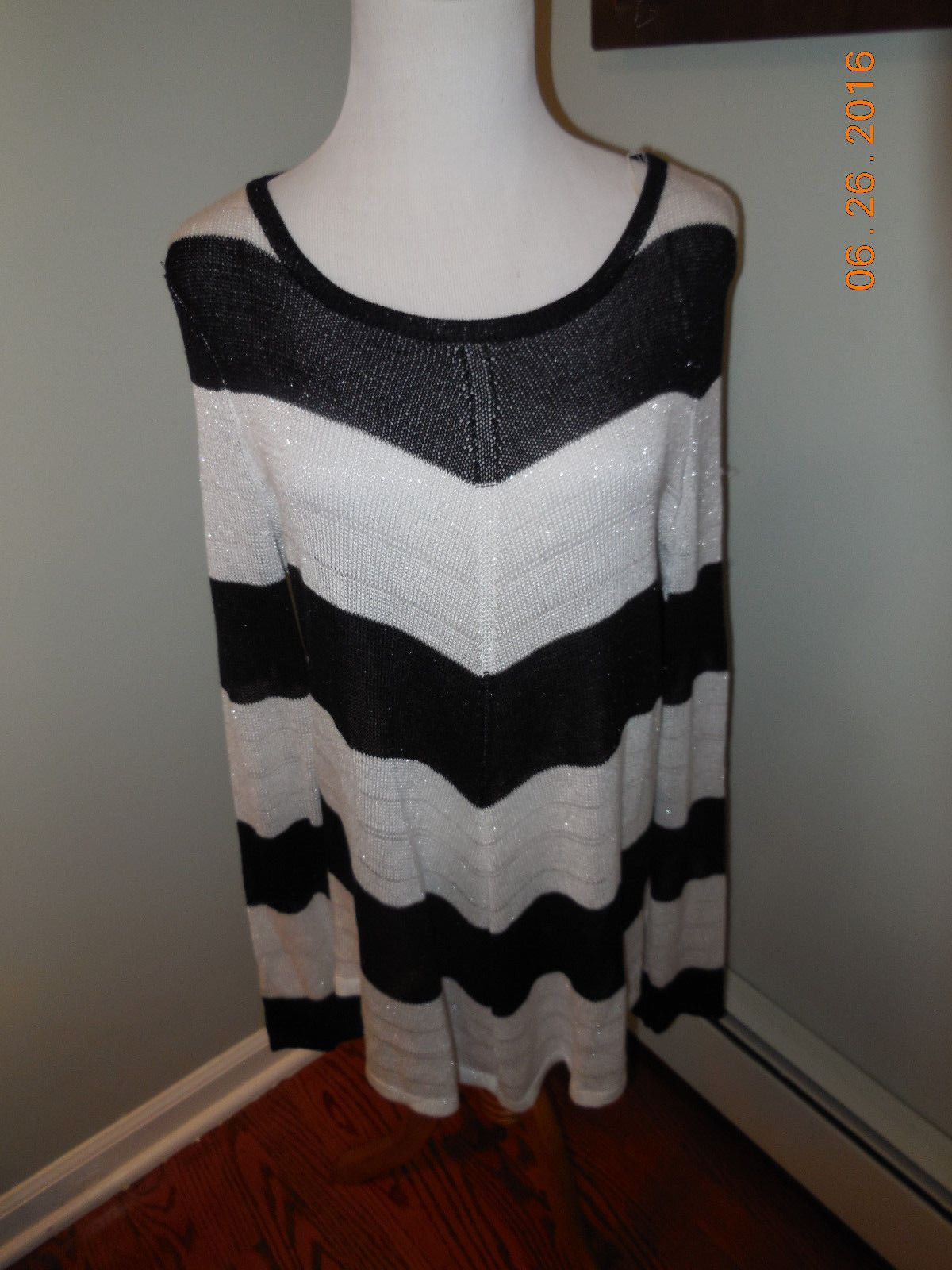 New Jennifer Lopez Womens Black White Chevron Stripe Sweater Size 0X Retail $58 | eBay