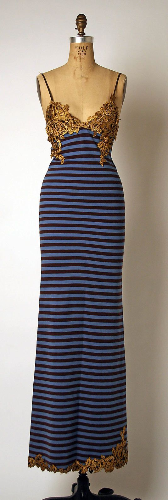 This dress is not built for my body (even if i were a skinny minny). But it is stunning and dynamic.   Ensemble  Geoffrey Beene  (American, 1927–2004)