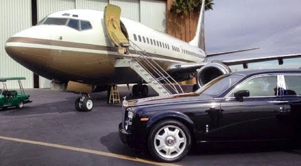 Steve Wynn's Custom 737 Private Jet (With images