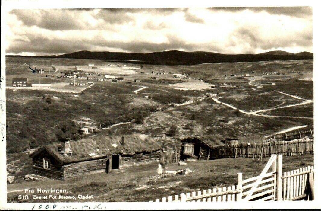 Oppland fylke Sel kommune Gudbrandsdalen Høvringen . Parti med flere hus etc. Brukt 1935. Utg Joramo