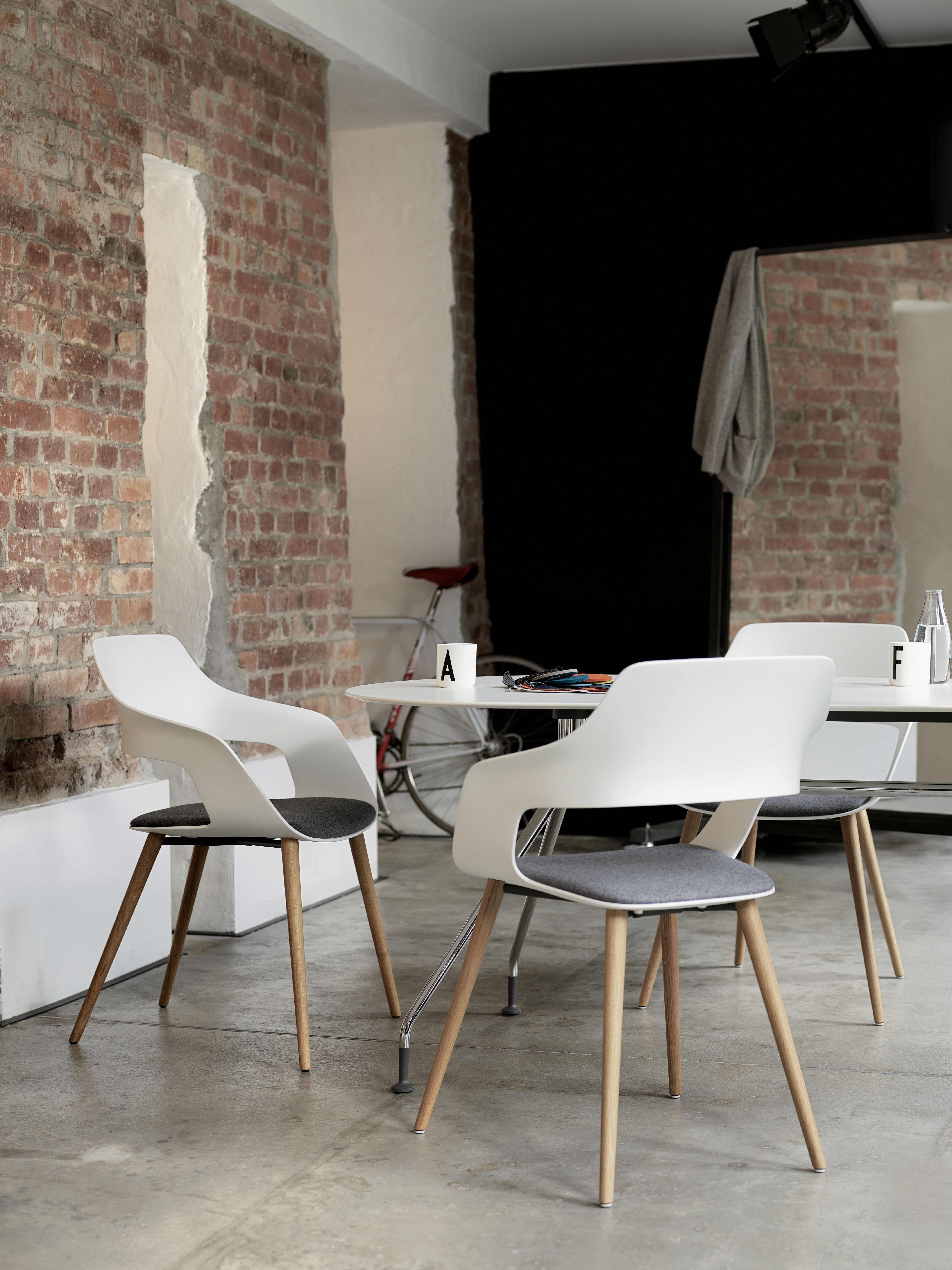 Occo Chair | star base swivel mounted on castors | Design by Jehs+ ...