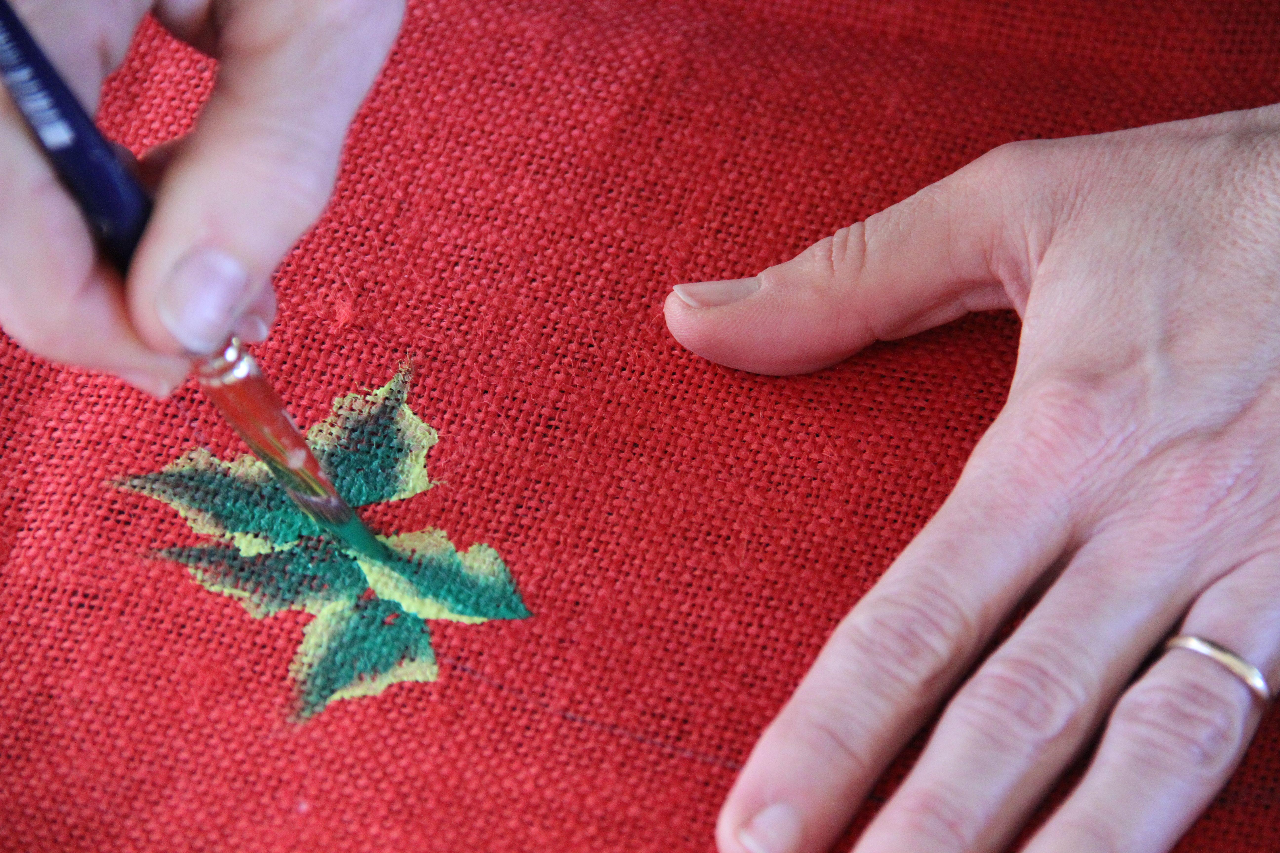 Mantel pintado a mano con motivos navide os adornos de - Motivos navidenos para pintar en tela ...
