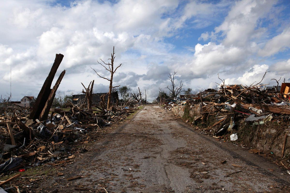 Devastation Left Behind By The Joplin Tornado Tornado Pictures