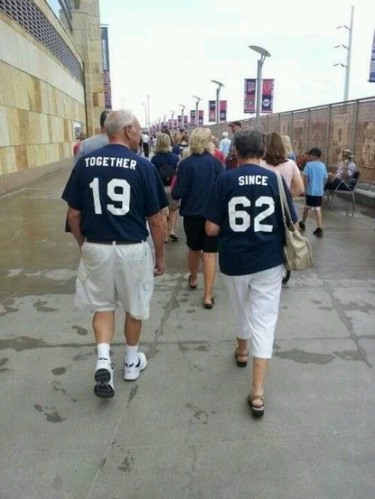 What a cute idea for grandparents, or parents, or even anniversary ...