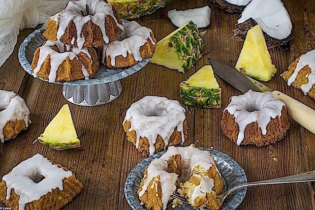 Mini bizcochos de piña colada. Mini bundt cakes de coco y piña