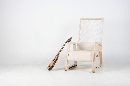 Cortesía de Young Jang   guitar?  Chair?