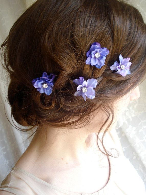 flowers in her hair - so pretty