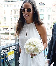 Wir Wissen Woher Ihr Das Traum Hochzeitskleid Von Ana Ivanovic Bekommt Tres Click Schweinsteiger Hochzeit Hochzeit Hochzeitsfeier Ideen