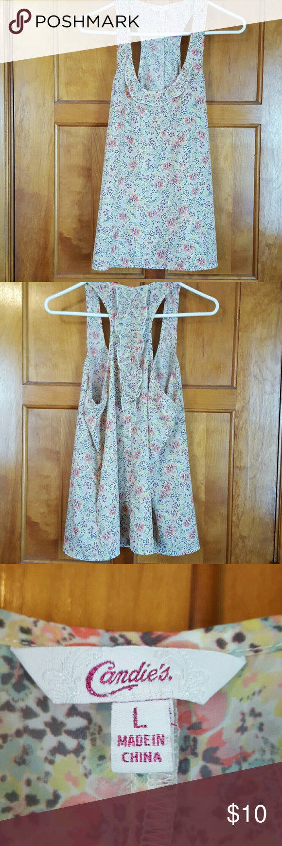 Candie's top sz L Pretty floral print,  ruffle up the center of the back, polyester Candie's Tops Blouses