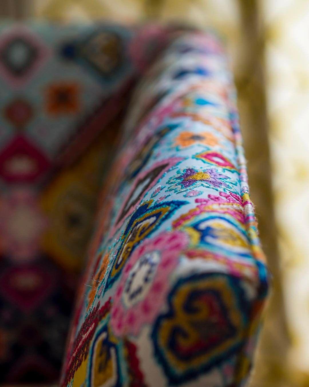 "335 vind-ik-leuks, 8 reacties - La Maison Pierre Frey (@lamaisonpierrefrey) op Instagram: '""Maoming"" embroidery on a ""Dimitri"" sofa ! #love #interior #homedecor #beautiful #embroidery'"