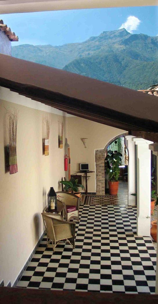 Posada casa sol m rida venezuela piso blanco y negro - Mi casa merida ...