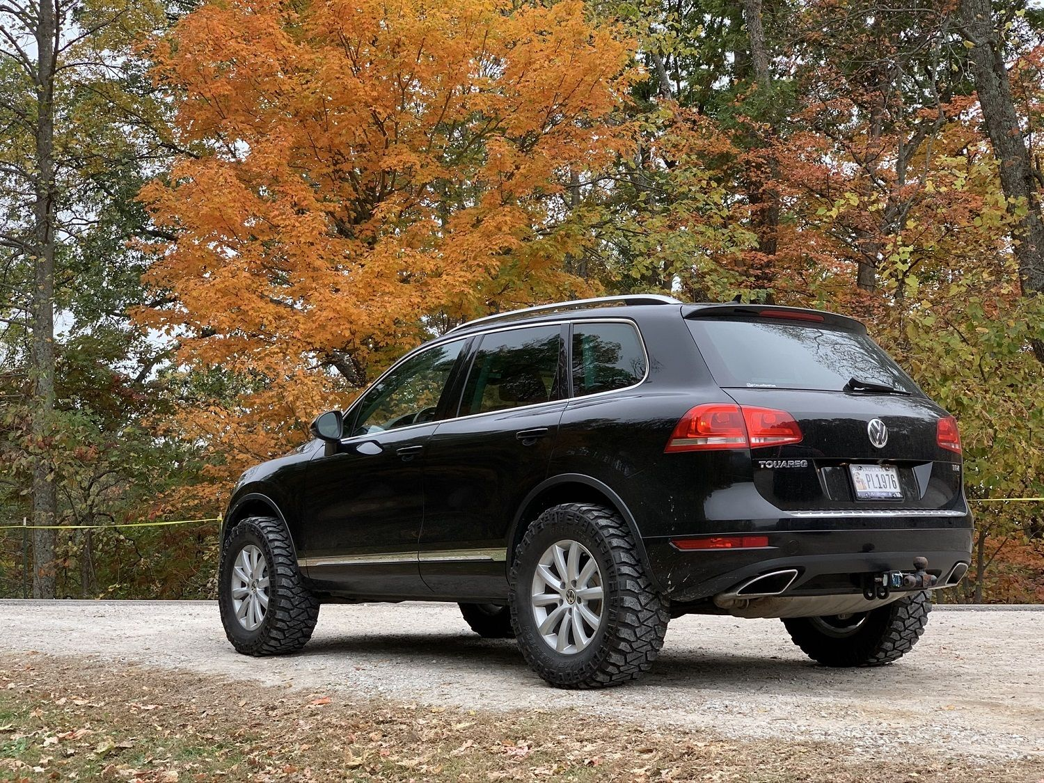 lifted volkswagen touareg with 33 mud