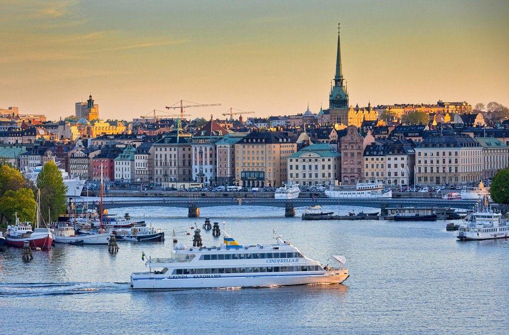 View towards Gamla Stan in Stockholm.  Mäklare i Stockholm, Göteborg, Malmö och Båstad - Skeppsholmen Fastighetsmäkleri Sotheby's Realty
