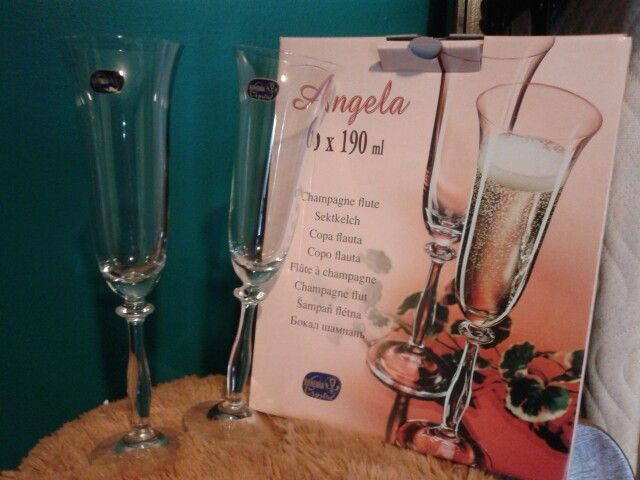 Champagne glasses for wedding party