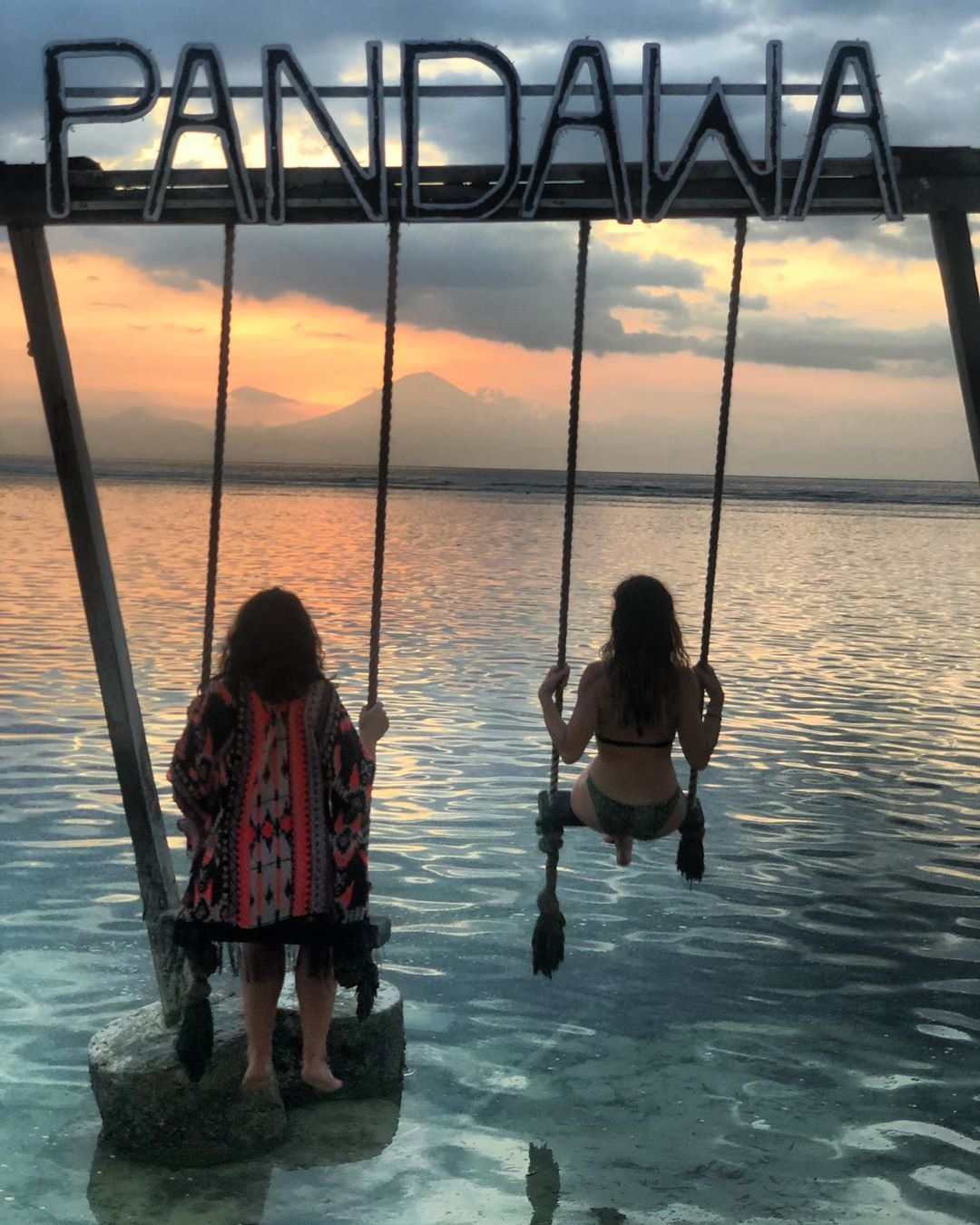 Sunset in Gili Island 🇮🇩 #giliisland#2019#bali#indonesia#friends#trip#travel#sunset#nofilter#ocean#indian#swing#girl#picture#photography#instamoment#instaday#instapic#instatrip#happy#life#love#cool