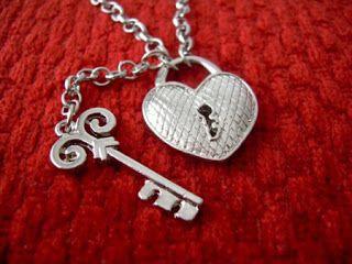 """Como uma Única: E então você chegou na minha vida. Me trouxe cor,...  Como uma Única  """"Porque eu sou feita de poesia!"""" Uma página escrita de alma e coração.  fan page https://www.facebook.com/ninaemika blog http://comoumaunica.blogspot.com.br Instagran @comoumaunica16"""