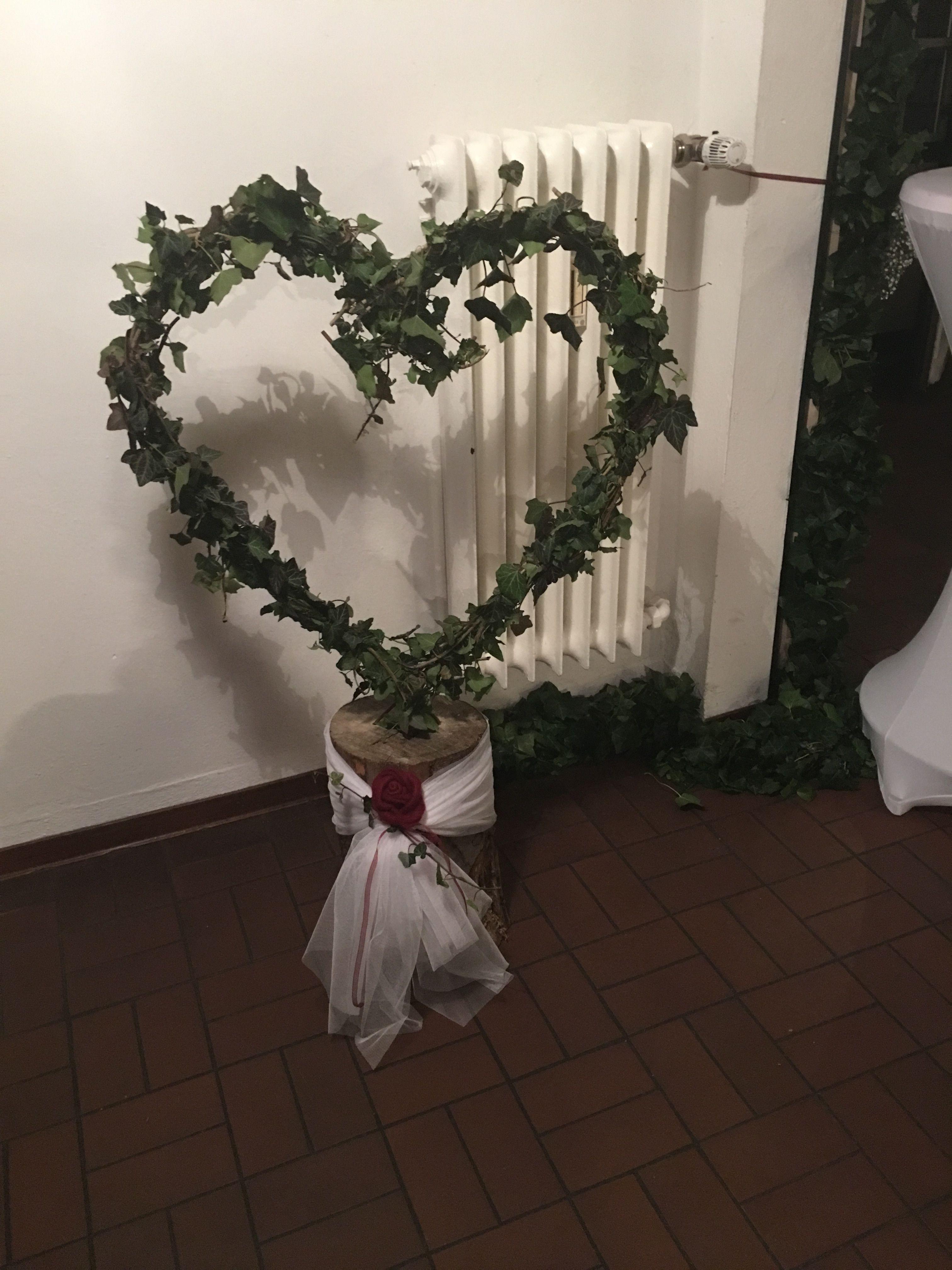 Efeu Herz Auf Holzklotz Schone Deko Idee Fur Hochzeiten