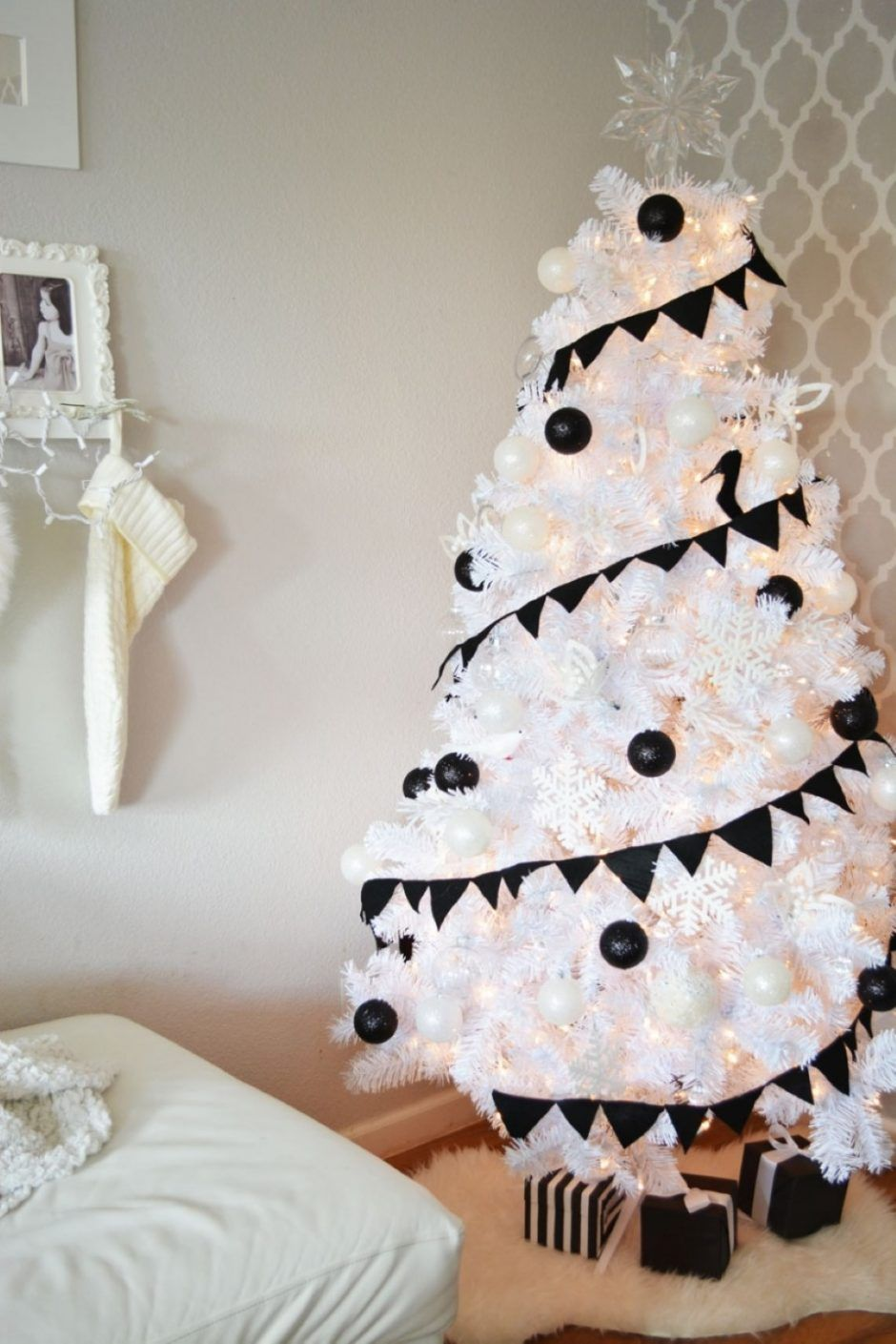 mini-black-and-white-christmas-tree-decorating-idea-paired-with ...