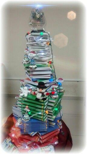Arbol de Navidad con libros