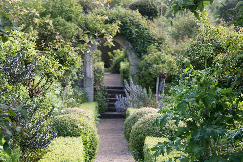 Hanham Court Garden Gloucestershire Garden Garden Wall Hedges