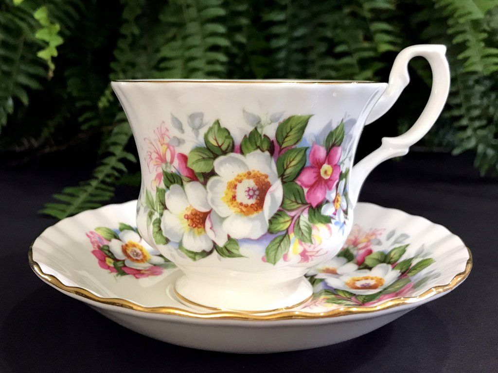 Royal Albert Servies Wit.Royal Albert Summertime Series Teacup Woodborough Bone
