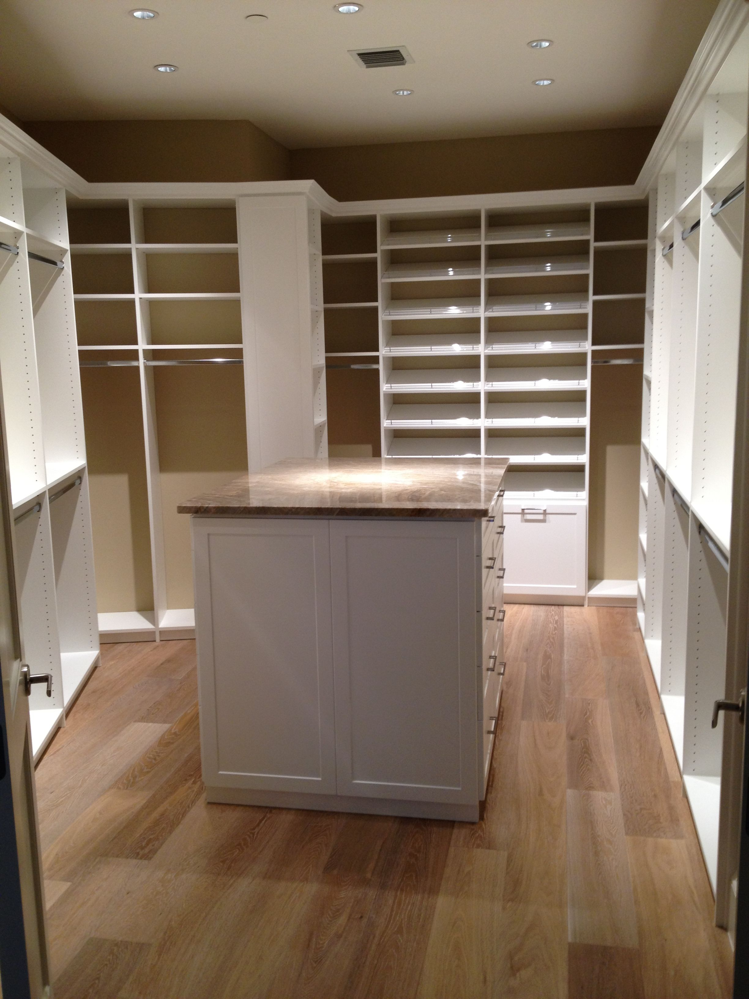 Delicieux Gorgeous Master Closet With Island