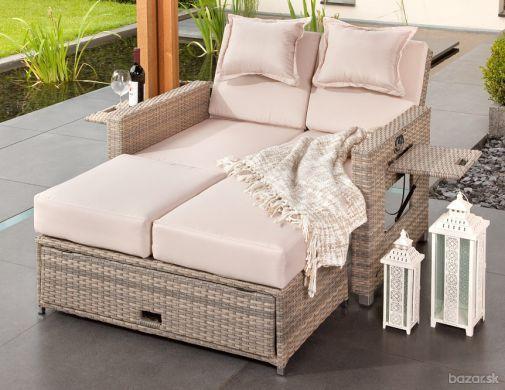 Kreslo, pohovka a posteľ do záhrady v jednom