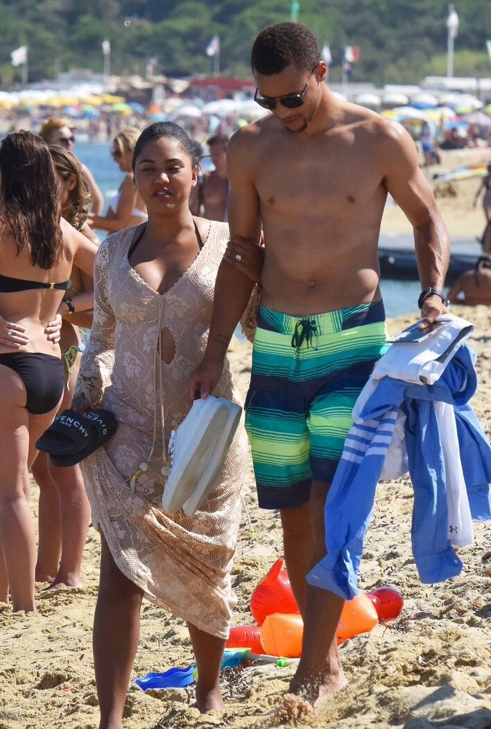 08b628db57d5 Stephen Curry shows off his toned body while going shirtless at the beach  on Tuesday (August 2) in St. Tropez