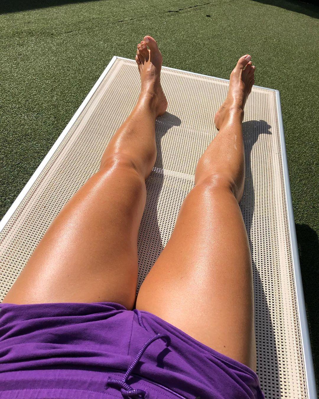 September...Sun and relax☀️😎 #september #sun #relax #legs #violet #feelinggood #sunday #sundaymood #...
