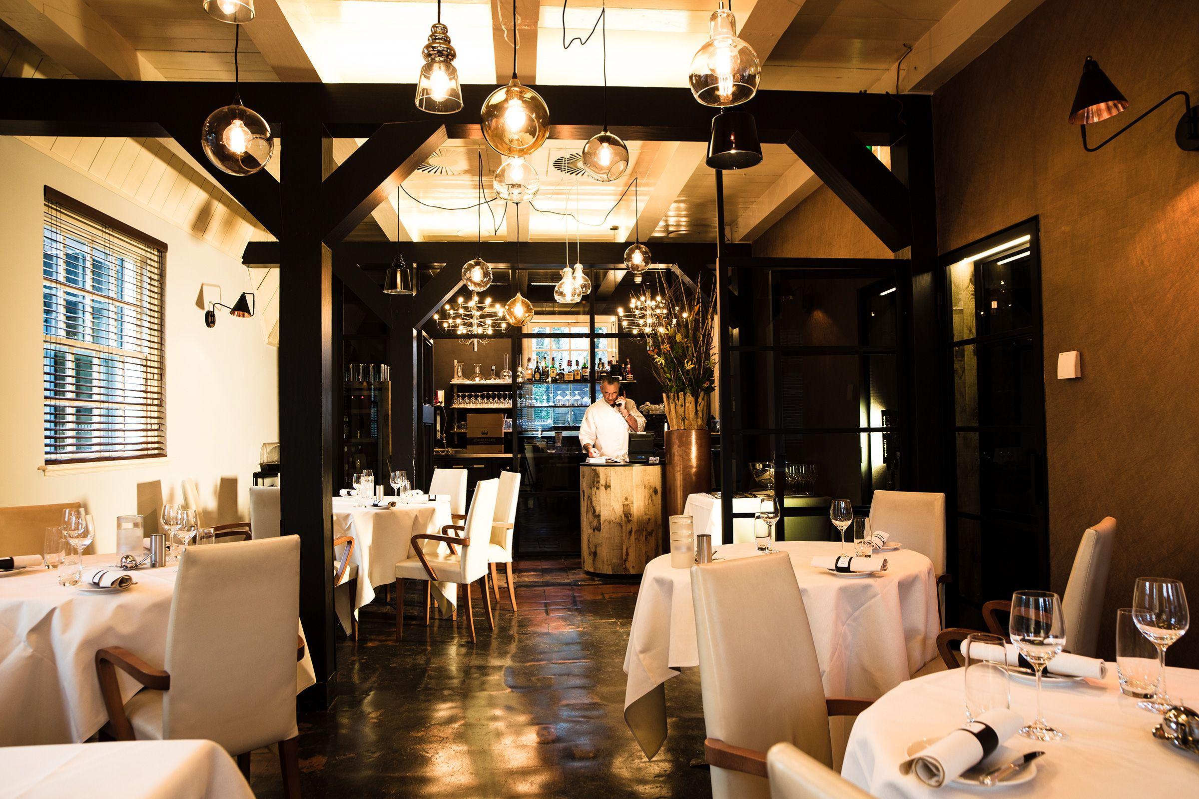 Romantisch Dineren In Een Romantische Eetkamer. Stunning Films Voor ...