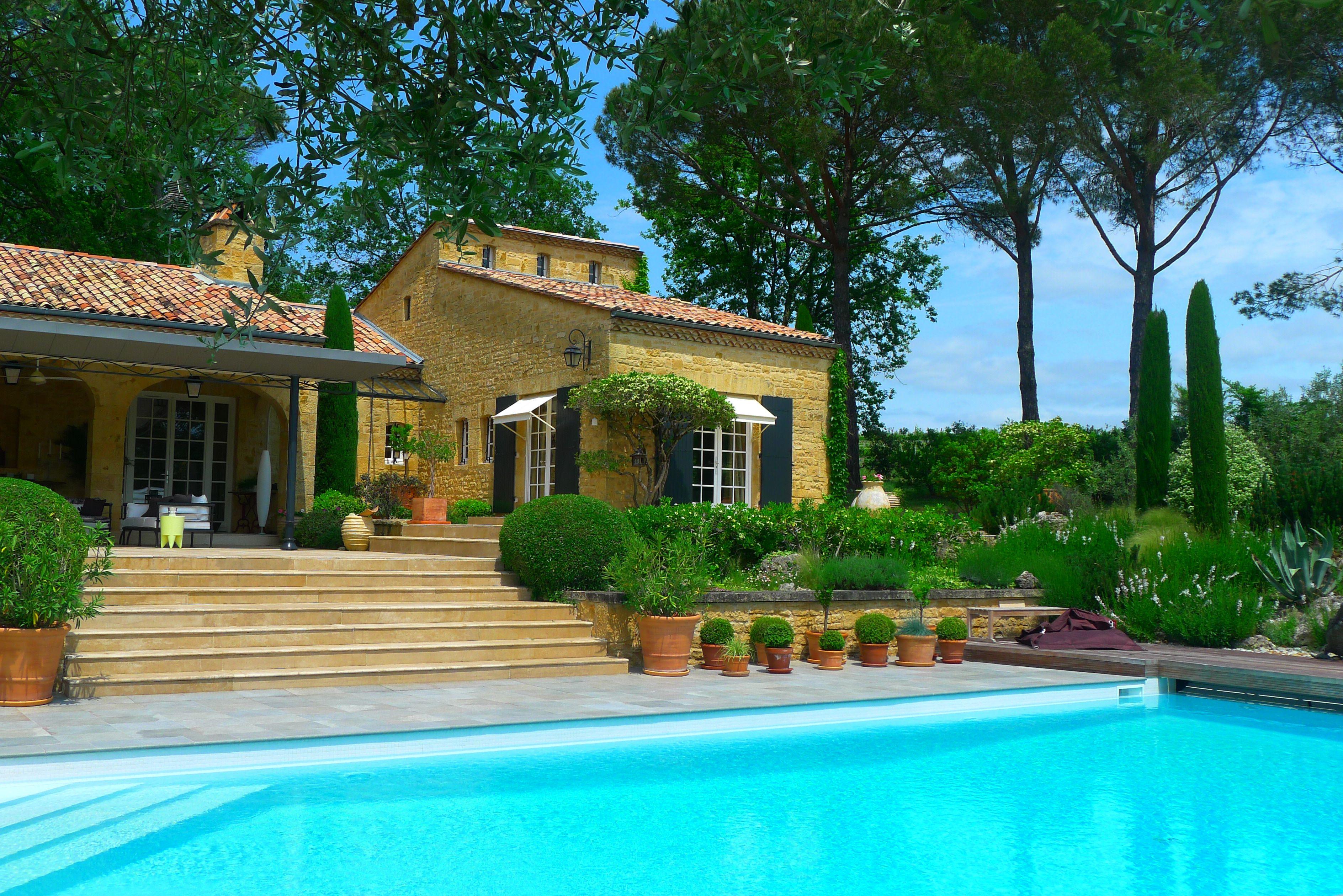 Au c ur d 39 un parc paysager piscine et terrain de sport tr s belle contemporain de 3 vastes - Tres belle cuisine equipee ...