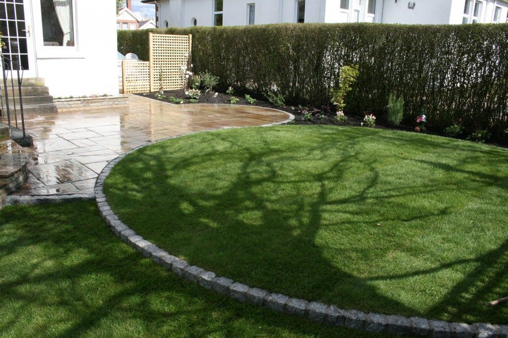 Small Circular Lawn With Granite Setts Edge In Giffnock 400 x 300