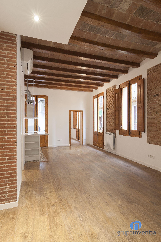 Los acabados en madera de puertas y ventanas junto al - Puertas madera barcelona ...