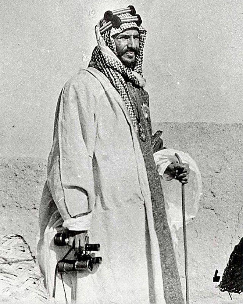 صورة لمؤسس المملكة العربية السعودية الملك عبدالعزيز بن عبدالرحمن الفيصل وهو في عمر الـ42 عام وتم ال Saudi Arabia Culture King Faisal Body Goals
