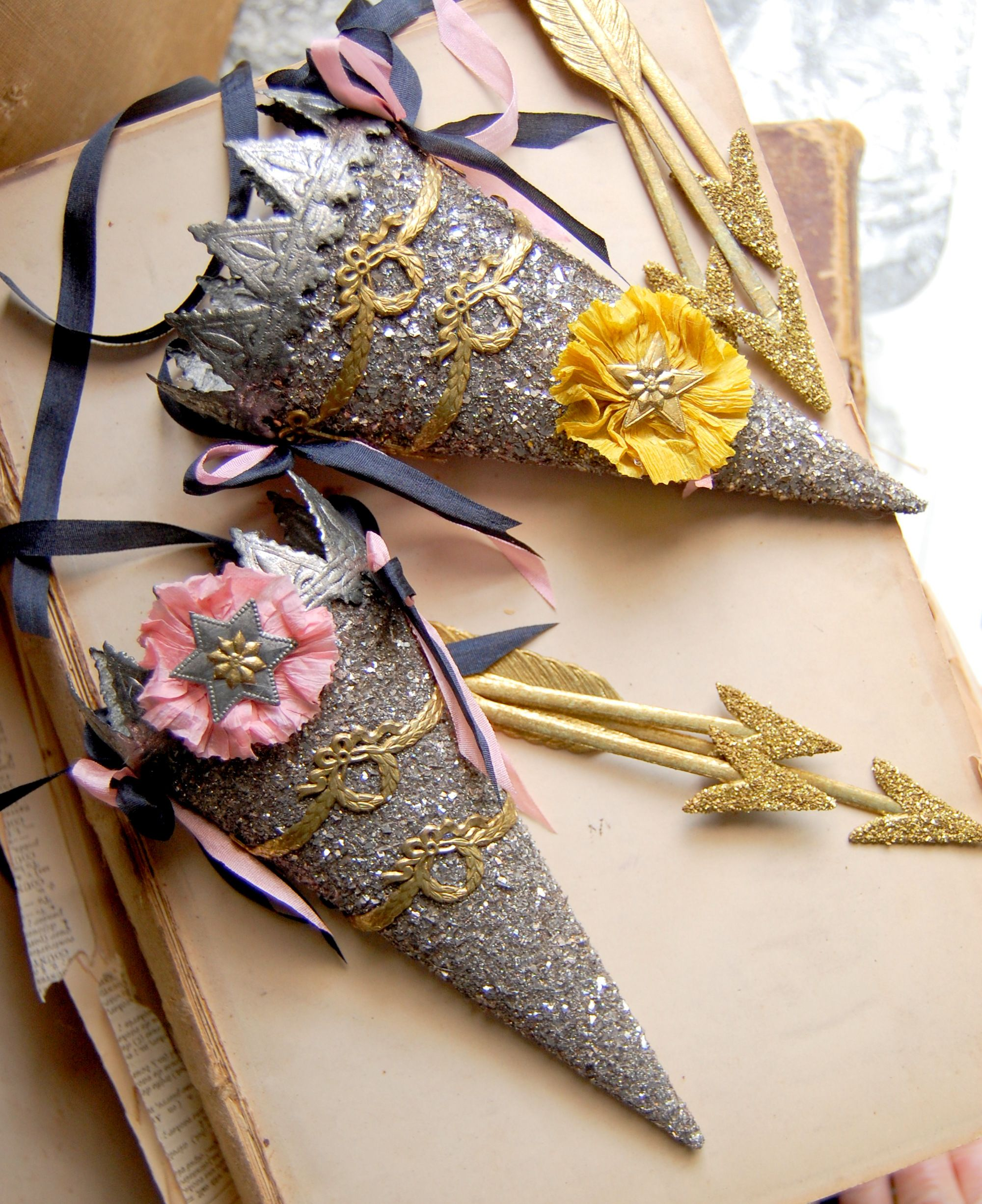 Quiver and Arrow I made 2009 Glitter crafts, Diy arts