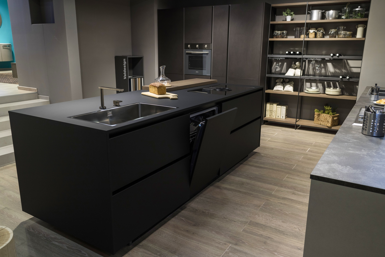 Cucina design moderno arredamento isola italiana for Arredamento moderno casa piccola