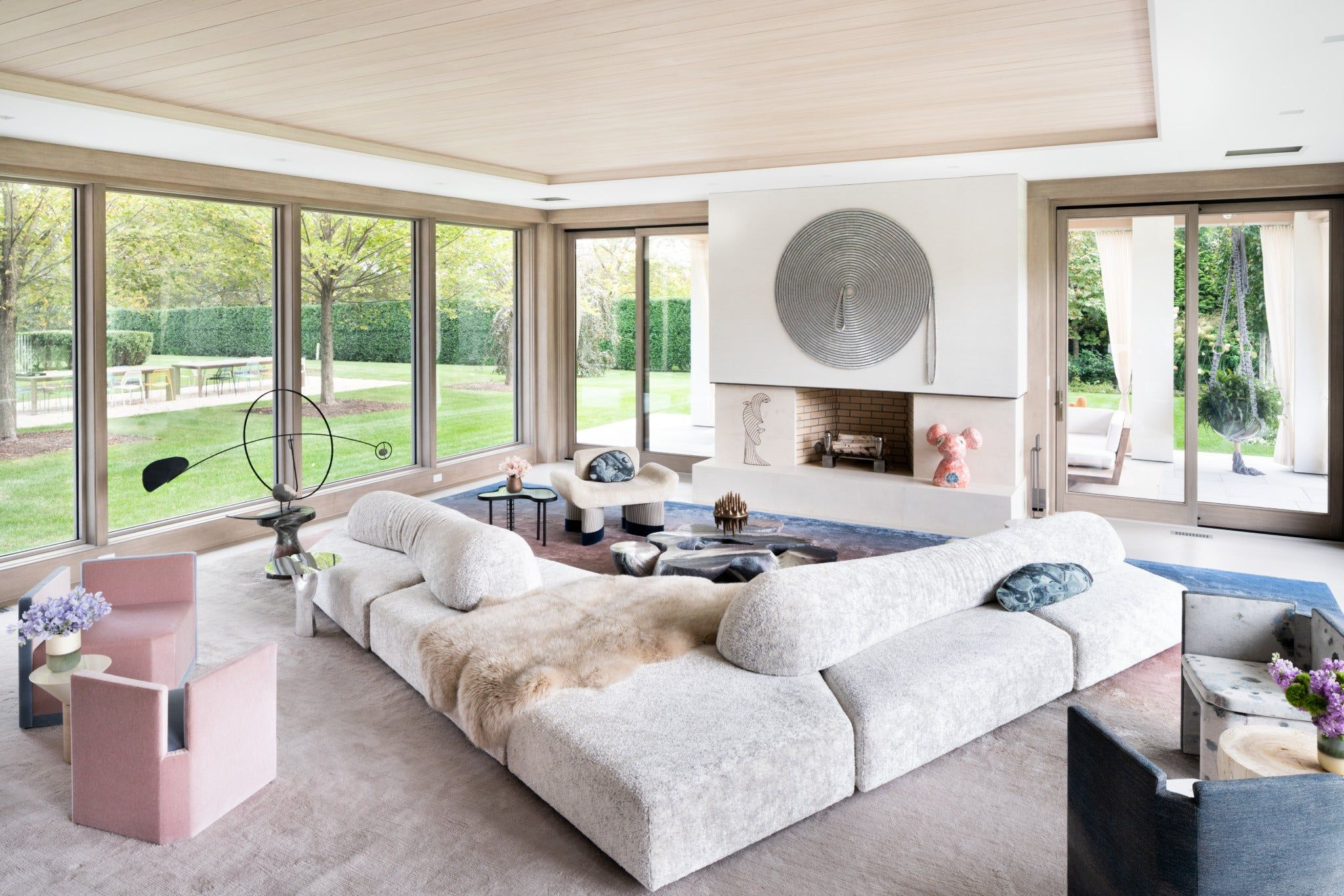 See More Of Kelly Behun Studio S East End Summer Home On 1stdibs Home Upholstered Walls Hamptons House