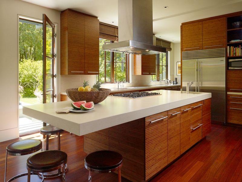 Moderne Küche Mit Vollholz Fronten Und Corian Arbeitsplatte