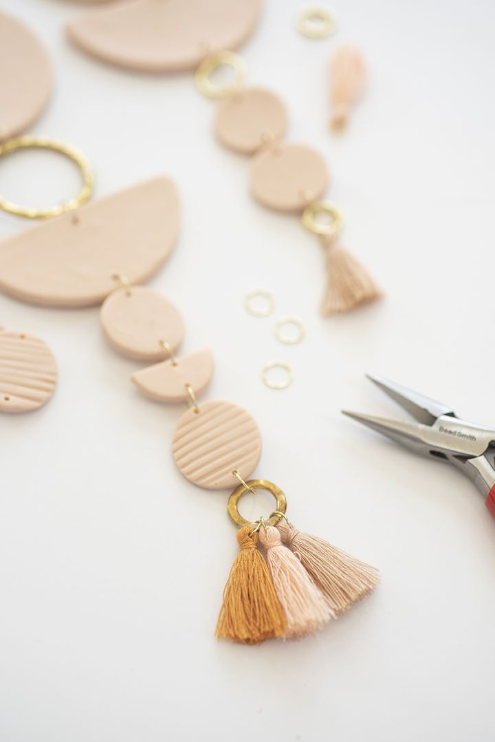 Photo of DIY Clay Wall Hanging – Alice and Lois