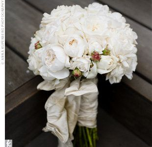 vintage bridal bouquet of roses garden roses hydrangea and spray roses - Garden Rose And Hydrangea Bouquet