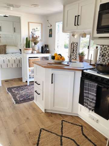 Calif. family of 5 moves out of large house, into 150-square-foot trailer with stunning interior