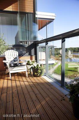 Penthouse terrace / Ylimmän kerroksen terassiparveke