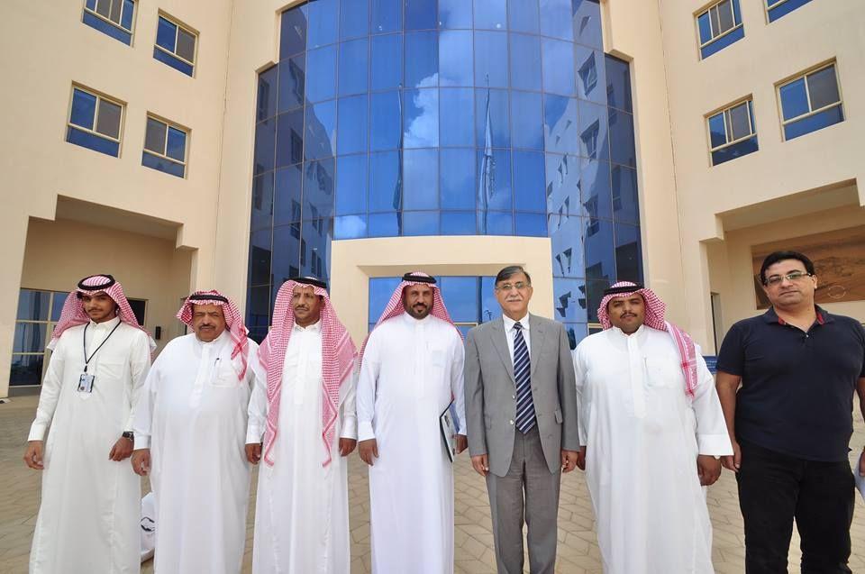 وفد وحدة البرنامج الوطني لتطوير المدارس بمنطقة تبوك يزور جامعة فهد بن سلطان Academic Dress Tabuk Shows