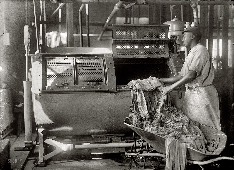 (c. 1915) Rag washer - Washington, D.C.