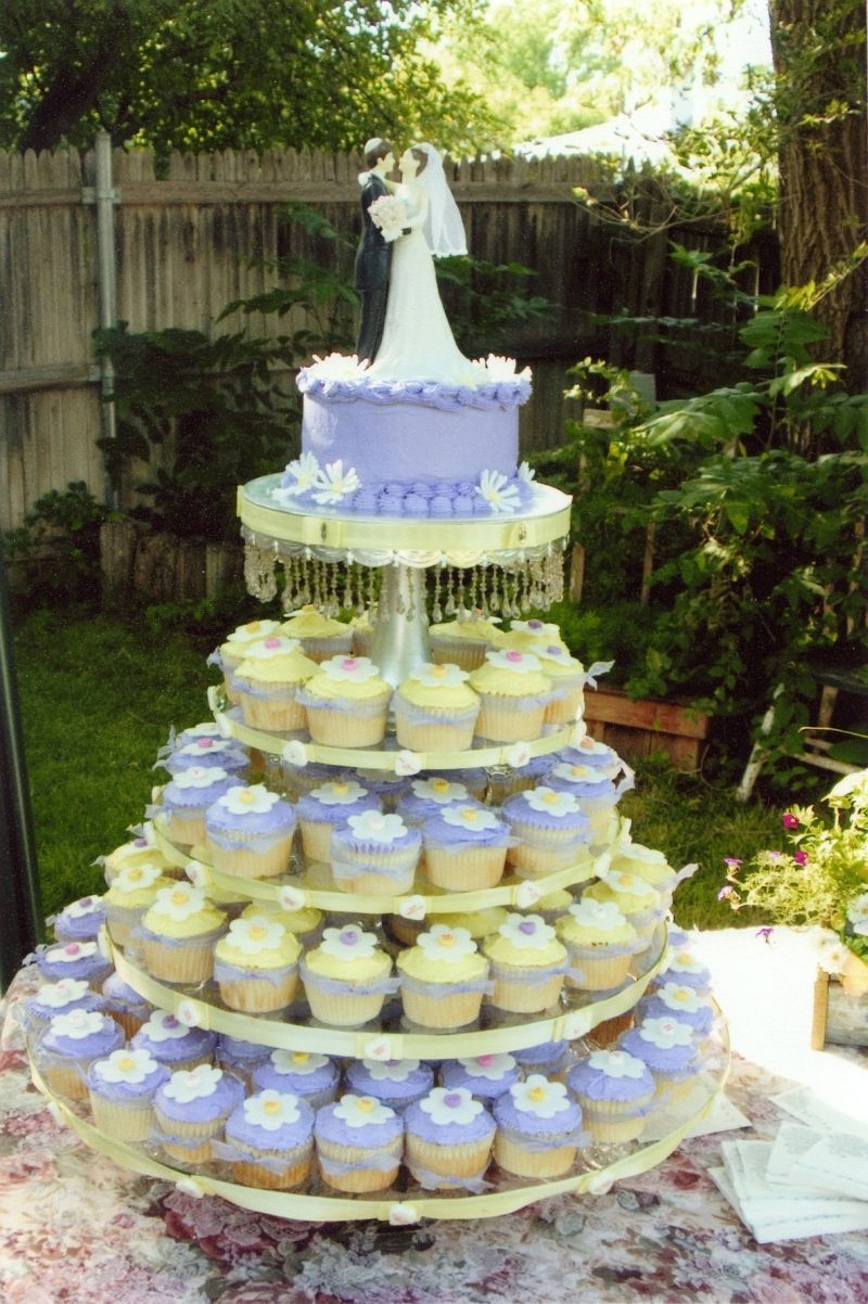 Wedding Cupcake Stand The Tiers Are Glass Rounds With Crystal Candlesticks As The Columns Between Each Layer The Top Is A Silver C Cupcake Stand Wedding Wedding Cupcakes Wedding Cakes