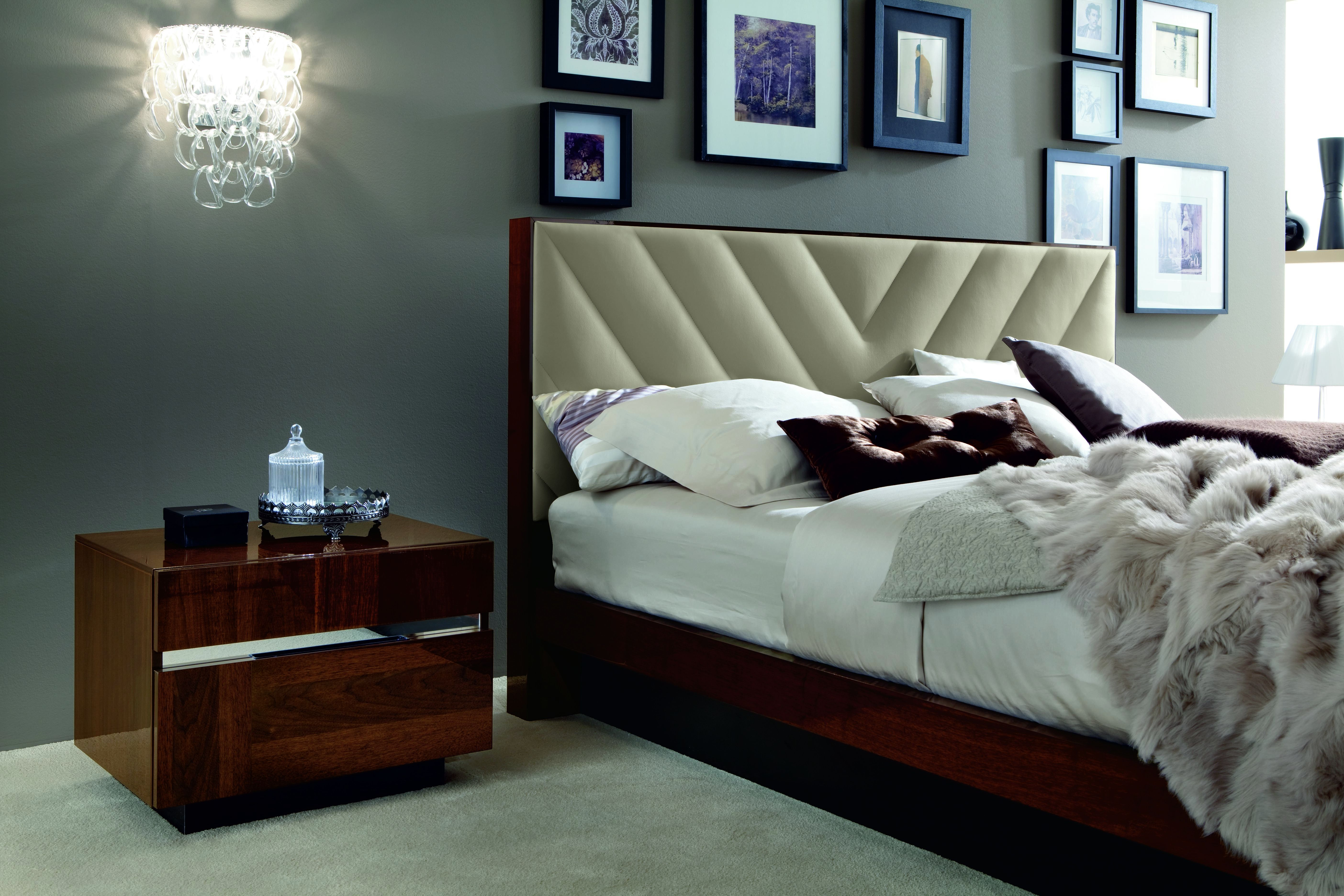 Italia Nightstand, Another example of the flawless