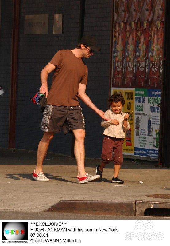 HUGH JACKMAN with his son in New York. 07.06.04