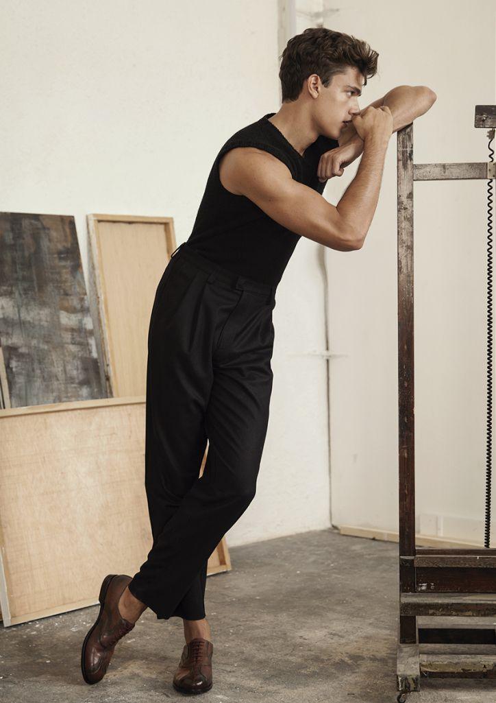 Hercules Universal: Xavier Serrano Models Relaxed Looks – Posing