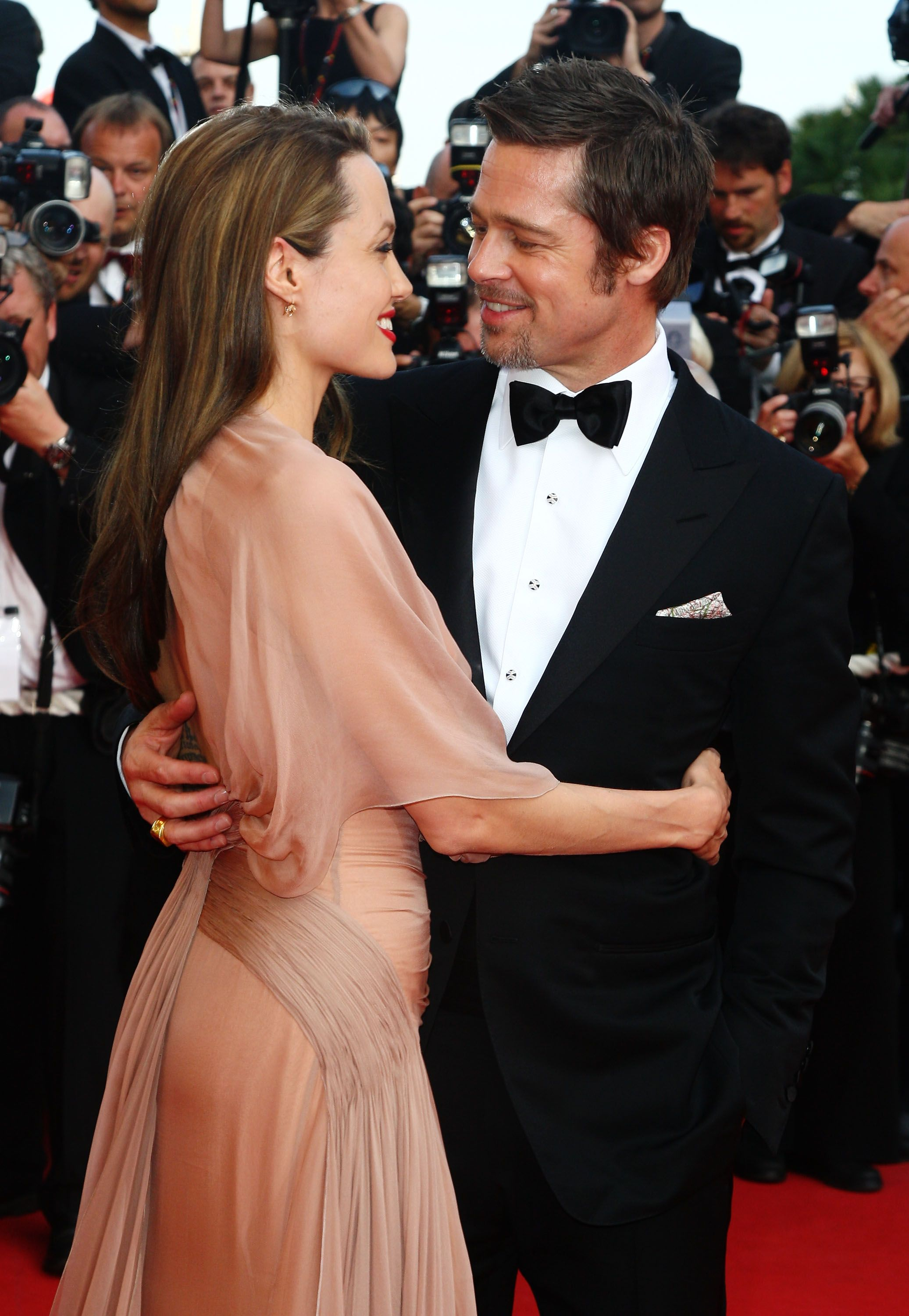 40 Times Brad Pitt And Angelina Jolie Were A Painfully Adorable Couple Brad Pitt Brad And Angelina Brad Pitt And Angelina Jolie